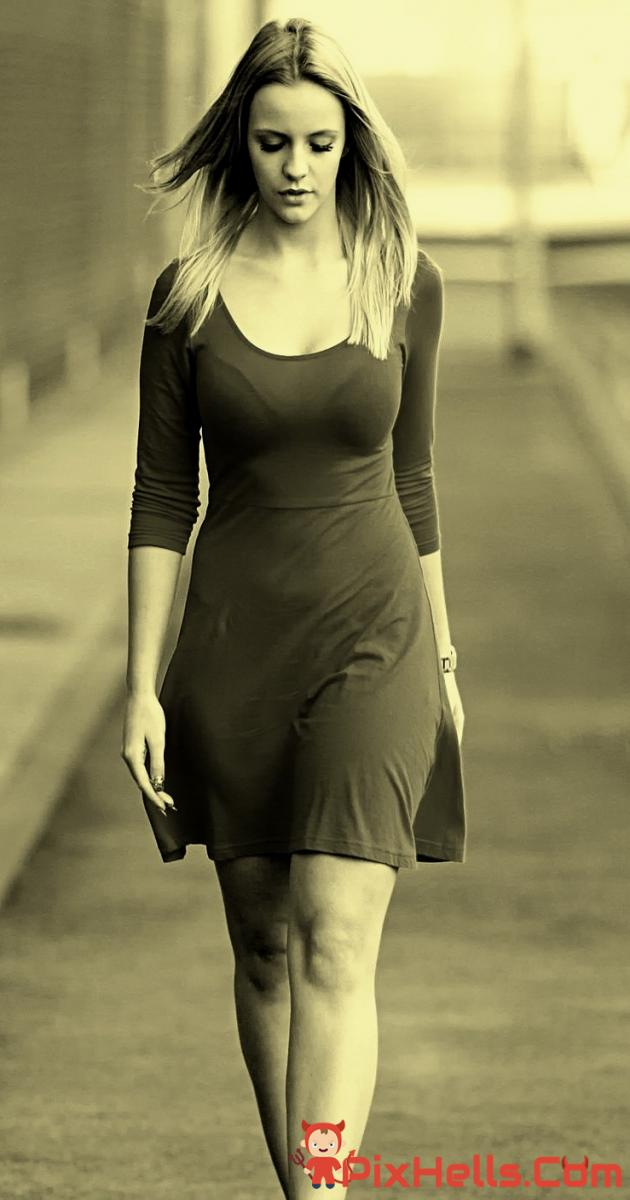Girl on Path Hot Body Wallpaper iPhone Wallpaper